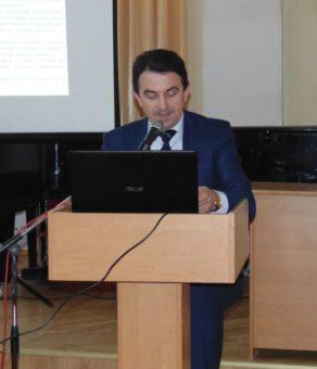 dopovidaye-prorektor-z-naukovo-pedagogichnoyi-roboty-docent-volodymyr-sharan-292x340